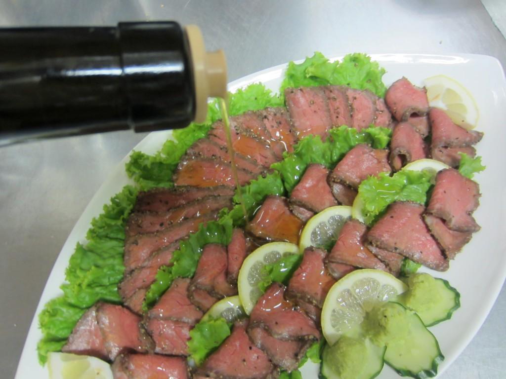 「白老牛のローストビーフ」とEXVオリーブオイルの相性も抜群で、美味しさがアップしました