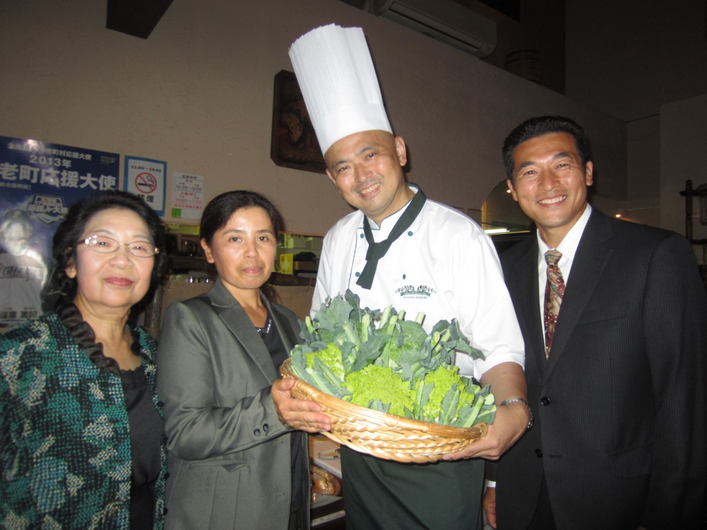 「白老産直センター」の尾澤さん御夫妻達と、記念撮影させて頂きました