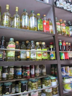 イタリア、スペイン産を中心に、様々なオリーブオイルが有りました