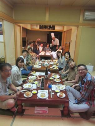 御家族4世代、16名様が集まった御誕生日会でした