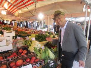 青空市場には、たくさんのオーガニック野菜がありました