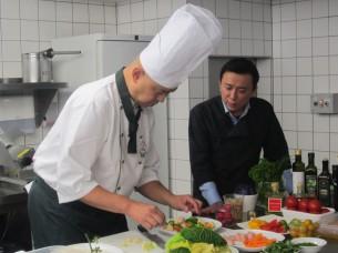 隣りにいるのは、御世話になったミュンヘンの和食店「SHOYA」の大矢健治社長です