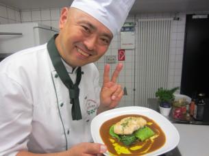 「チキンのオリーブ味噌カレーソース」の完成です!