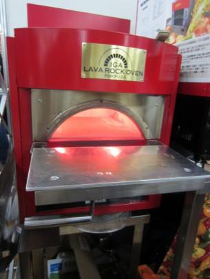 もちろん、ピザも美味しく焼ける小型の窯、私も欲しくなりました