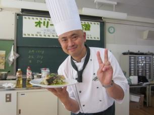 「ブリのステーキ、味噌オリーブソース」の完成です!