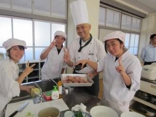 生徒さん達は、段取り良く調理していきました