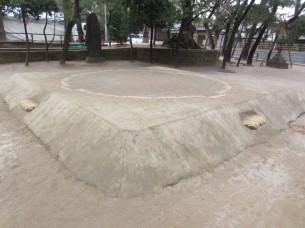 相撲の土俵も、昔から変わらずに有ります