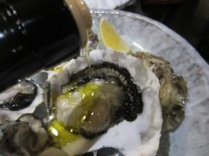 地元産の「生牡蠣」にも、EXVオリーブオイルは、良く合いました