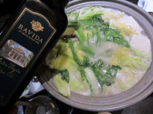 水炊きの濃厚なスープにEXVオリーブオイルをかけると軽い味わいになります