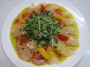 真鯛の刺身にも、搾り立てオリーブオイルと醤油が良く合います