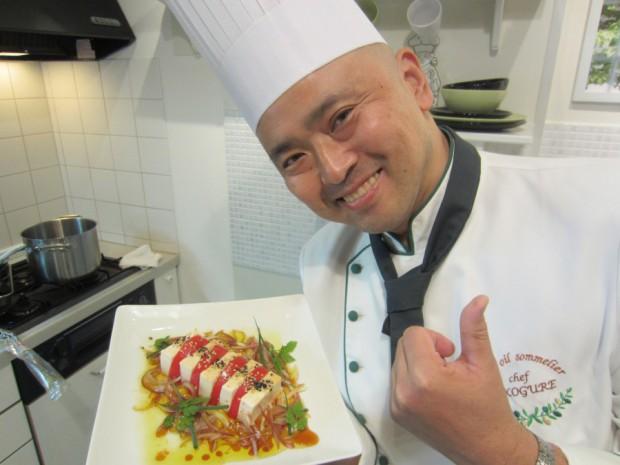 「豆腐とトマトのサラダ」に「ノべッルロ4対醤油1」で合わせたドレッシングをかけました