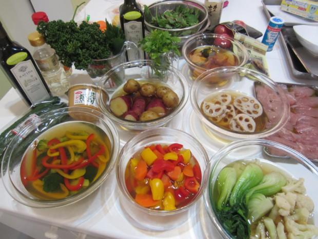 「温野菜サラダ」用の野菜も、それぞれ歯応え良くボイルしてから、和風出汁でマリネしました