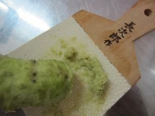 本わさびと鮫皮卸しを日本から持参しました