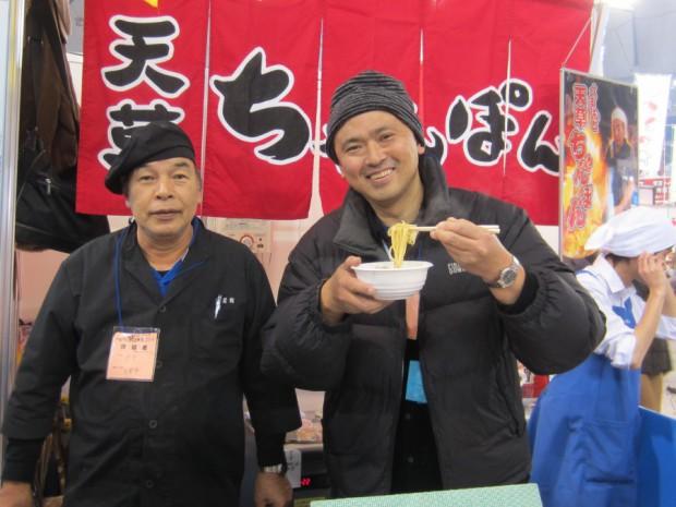 天草市下田温泉センター「白鷺館」館長の永田文明さんも来場し、直々に美味しい「天草海鮮ちゃんぽん」を作って下さいました