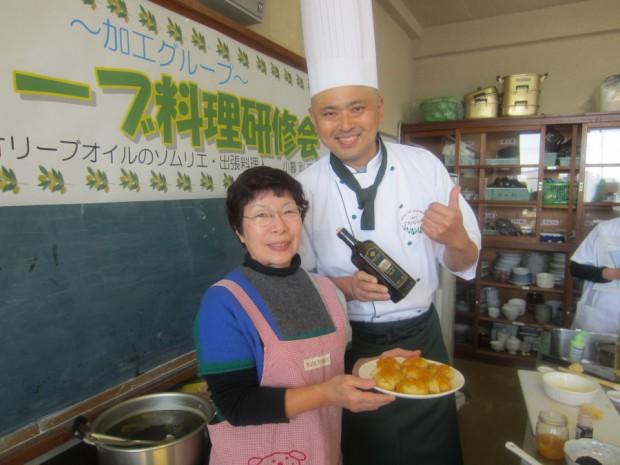 天草市の加工グループ「イタルファーム」徳永さん自家製のパンとジャムにEXVオリーブオイルをかけたら、美味しさがアップしました!